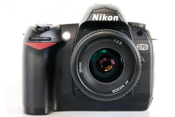 Nikon_D70_with_35mm_f2