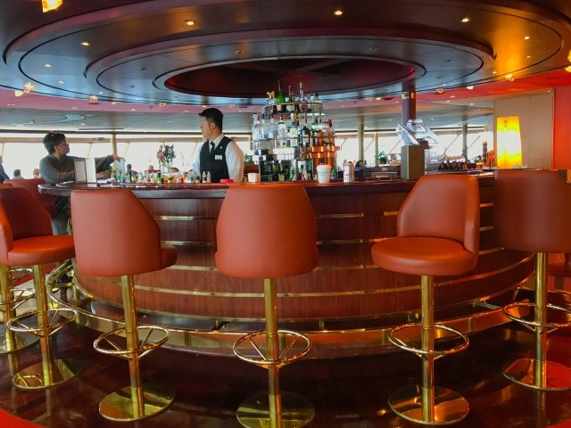 Bar in Crow's Nest on Oosterdam