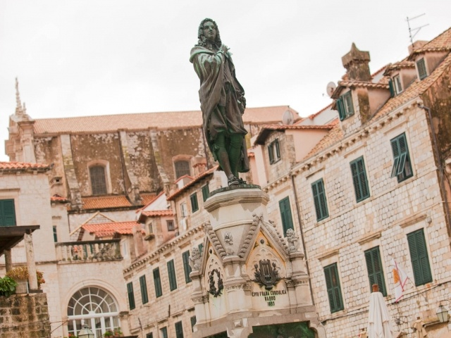 Old Dubrovnik statue