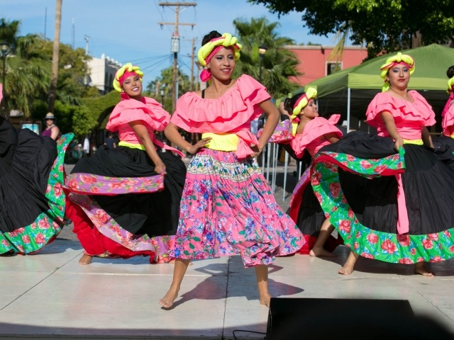 Venezuelan dancers in Loreto