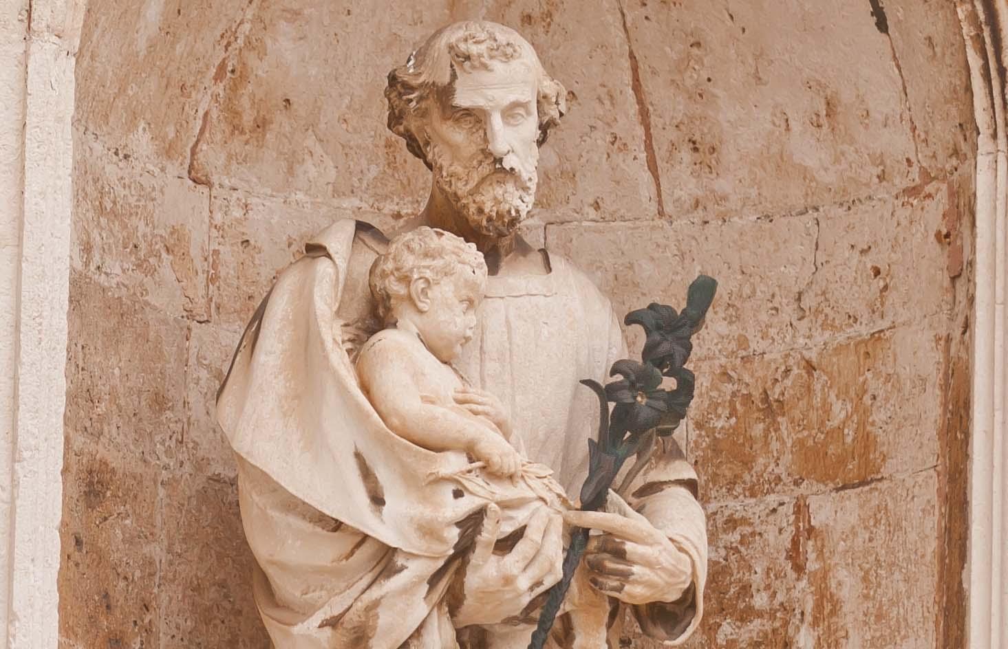 Dubrovnik saint statue