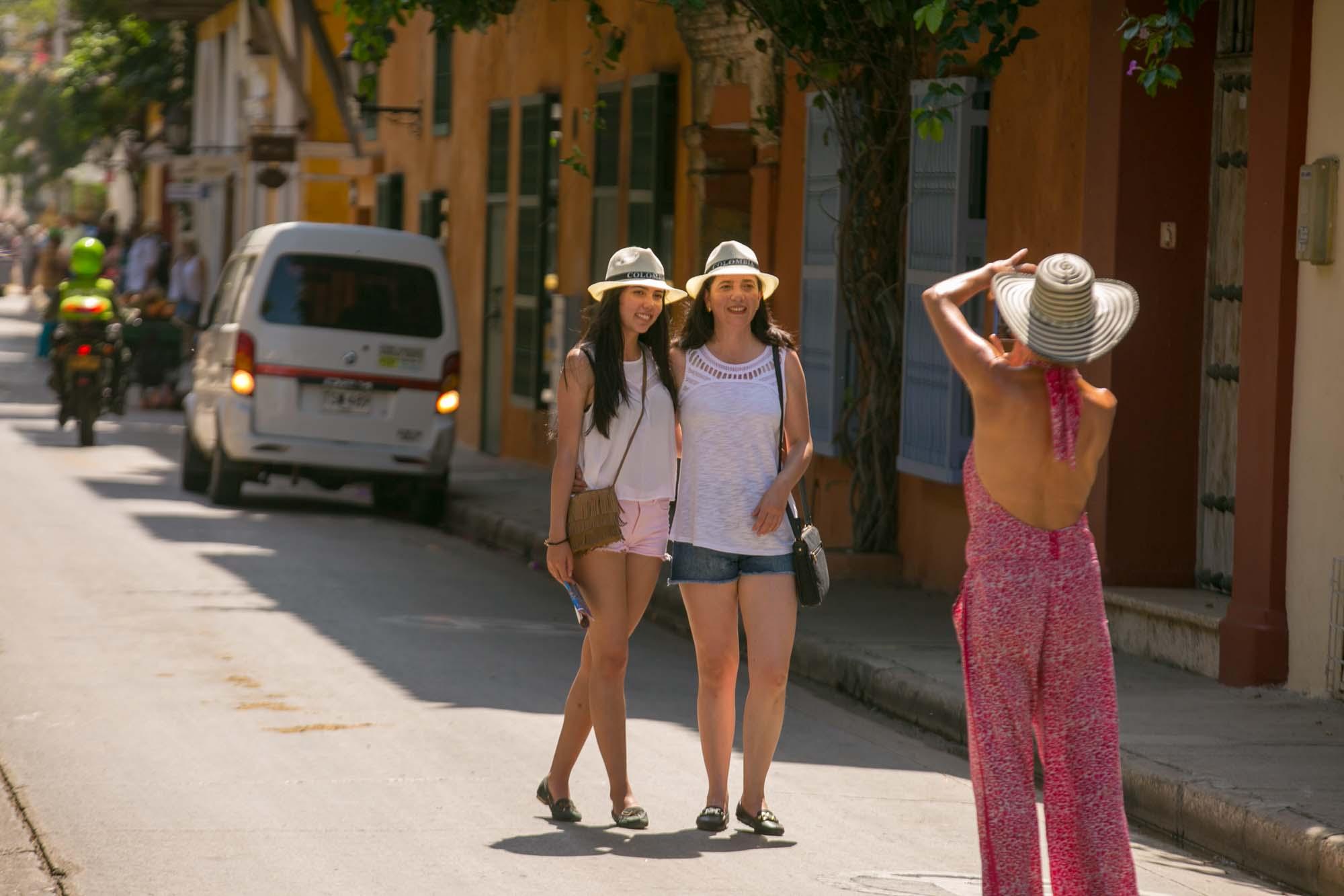 Visitors pose in Old Cartagena