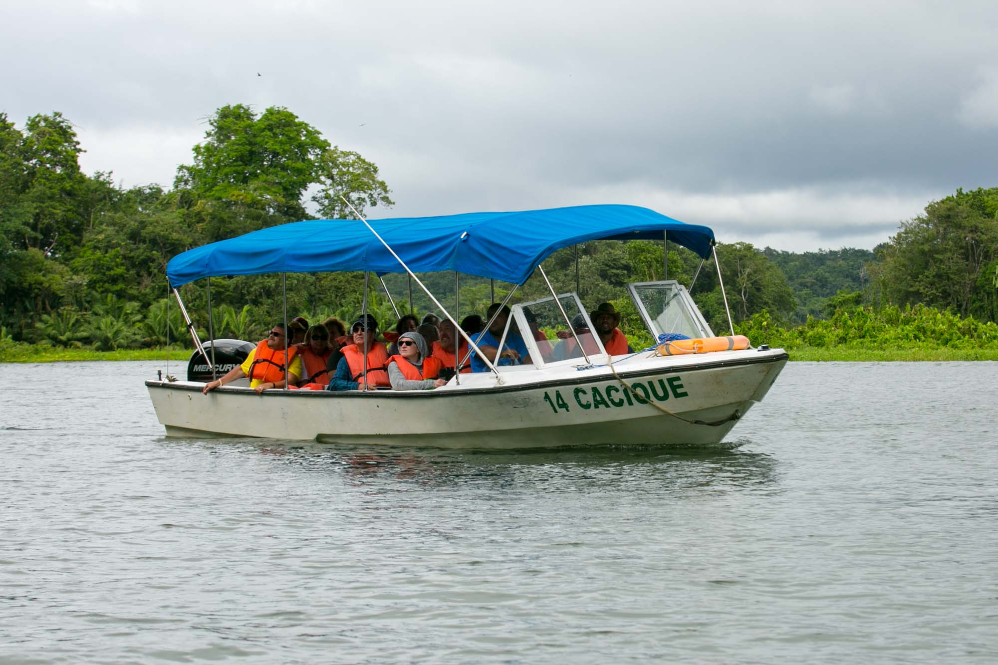 Tour boat at Monkey Island