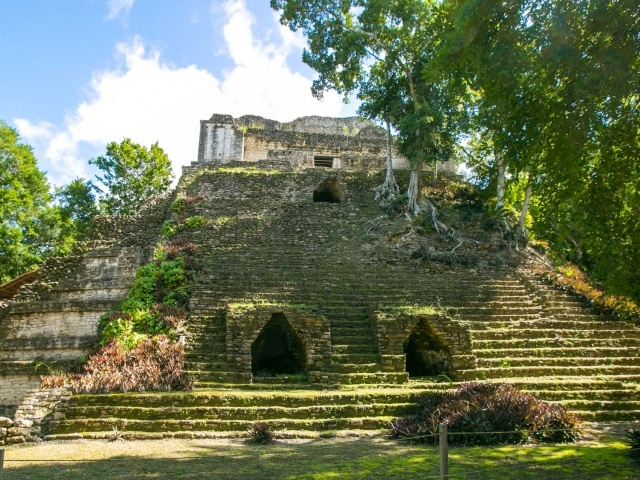 Edificio 2 at Mayan ruins of Dzibanche in Mexico